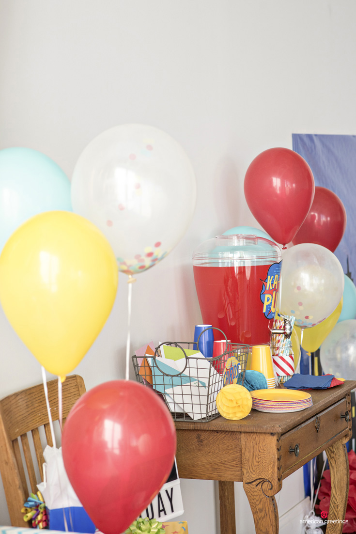 confetti ballons, basket card and drink station