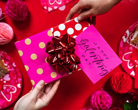 valentines day gift wrap - media banner