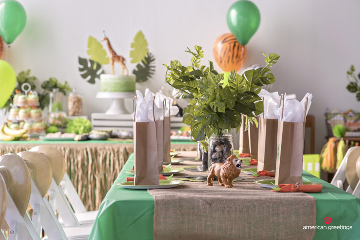 Jungle party dining table decoration