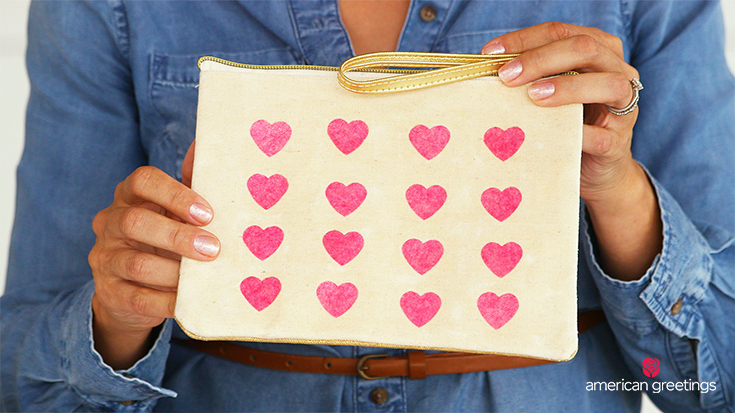 Image with the final result of making a tissue paper heart makeup bag