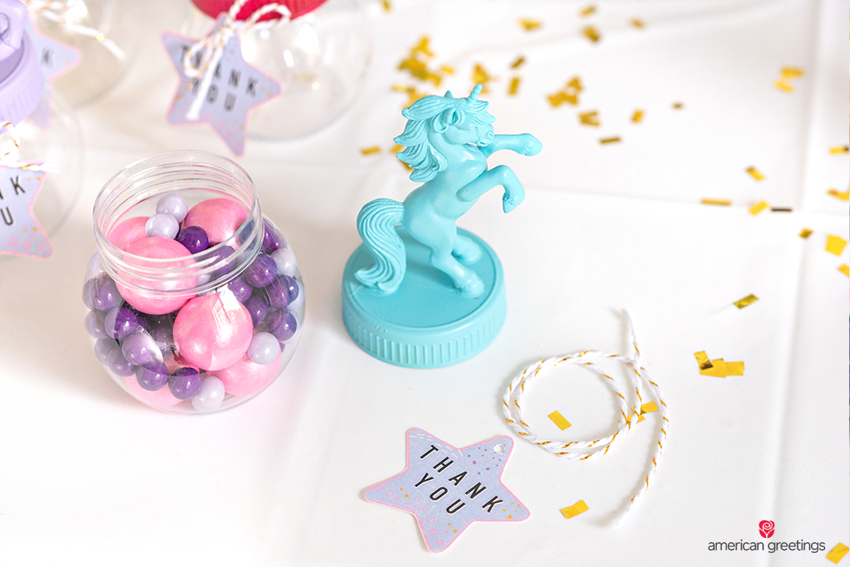 Unicorn mini acrylic jar, confetti- and printable stars.